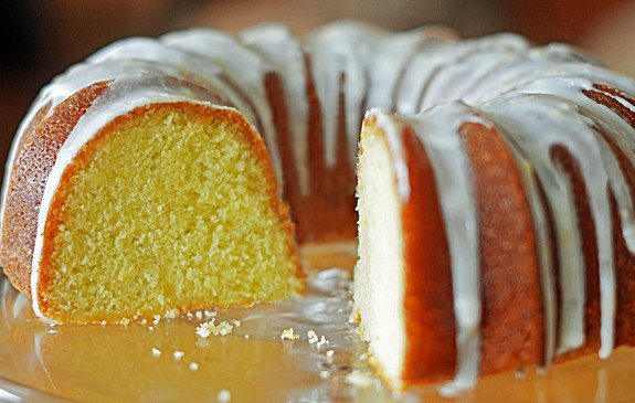 Lemon-Buttermilk-Pound-Cake1-575x365
